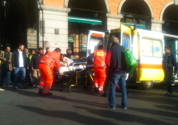 incidente bus via Turati 22 04 012