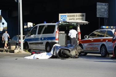 Genova - via Cantore - incidente mortale tra motociclista su sco