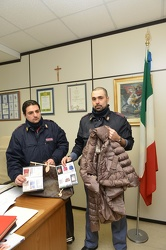 Genova - commissariato Pre - sequestro merce contrattaffa