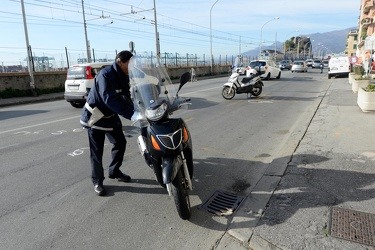 Genova, Pegli - incidente in Piazza Lido tra auto e scooter