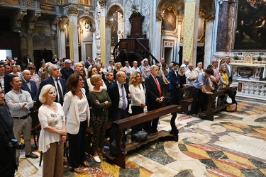 Genova, chiesa di via Lomellini - messa per i politici officiata